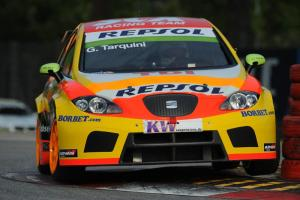 Tarquini avoids carnage for Imola win