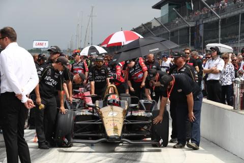 Castroneves leads first day of Indy 500 qualifying, Hinchcliffe DNQs