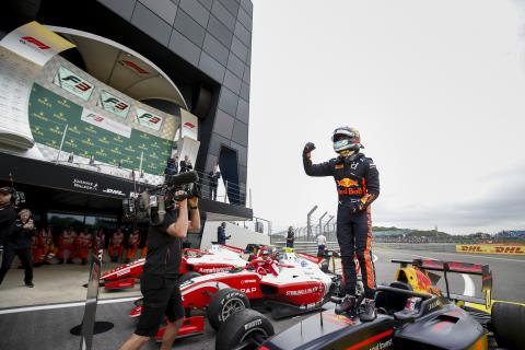 Vips goes lights-to-flag for Silverstone F3 victory