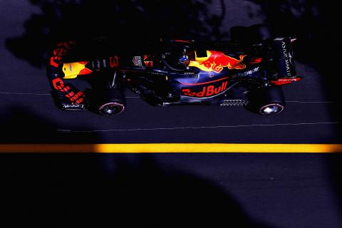 Ricciardo holds on for Monaco F1 win after engine issue