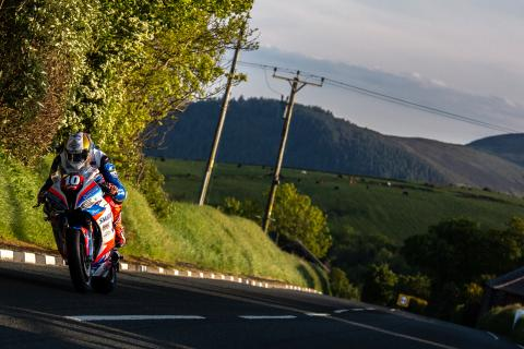 Peter Hickman, Smiths Racing BMW, Isle of Man TT,