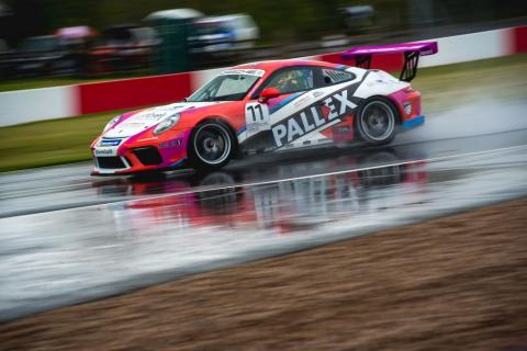 Ellinas holds off Zamparelli for race one win