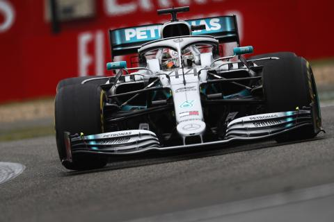 Hamilton: Mercedes' 2019 F1 car hard to work with