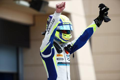 Norris leads Carlin 1-2 in Bahrain F2 opener