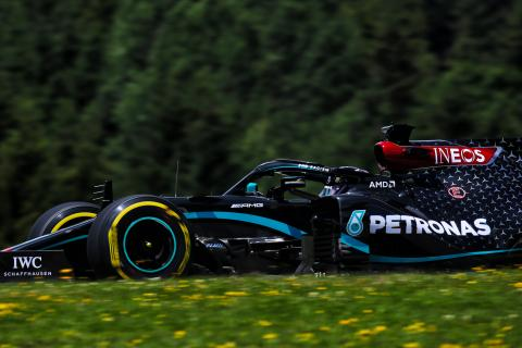 Hamilton holds firm in F1 FP3 as Verstappen closes; Latifi crashes