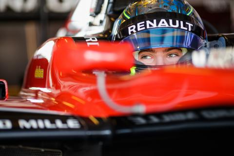 Fewtrell continues as Renault junior, moves into F3
