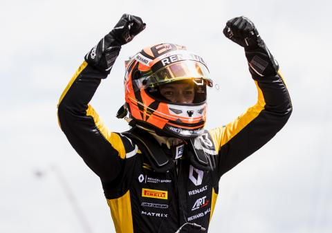 Aitken scores maiden F2 win in chaotic Barcelona sprint race