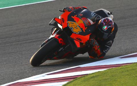 KTM: 'Acceleration based on turning', 8 equal bikes