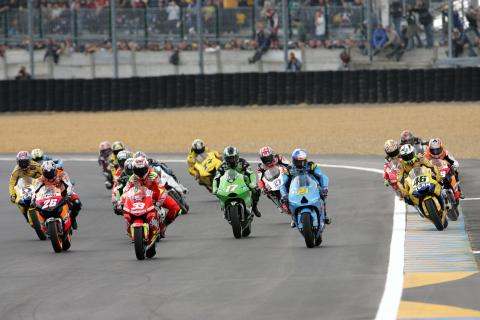 Melandri leads at start, heading into first chicane, French MotoGP Race 2006