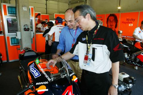 Suguru Kanazawa Talks With Michelin CEO Edouard Michelin, German MotoGP, 2004