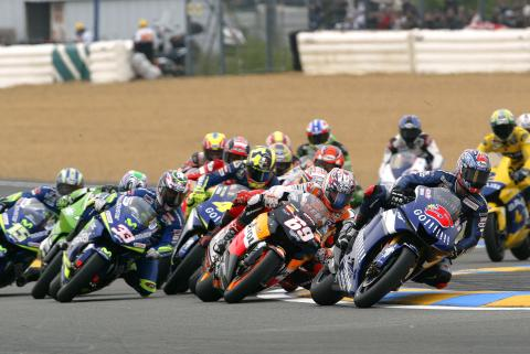 Edwards leads into turn one, French MotoGP Race 2005
