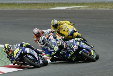 Rossi Leads, Gibernau/Melandri make contact, Catalunya MotoGP Race, 2005