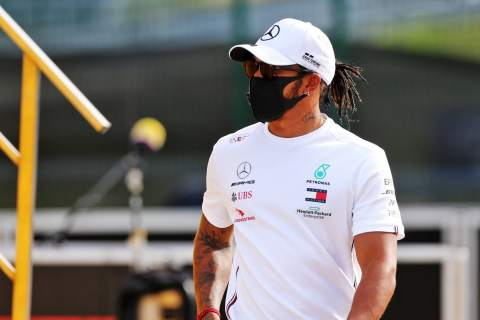 """'Not the right time' to sign """"big"""" new Mercedes F1 deal - Hamilton"""