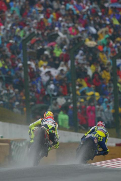 Sete suffers as Rossi sings in Estoril rain.
