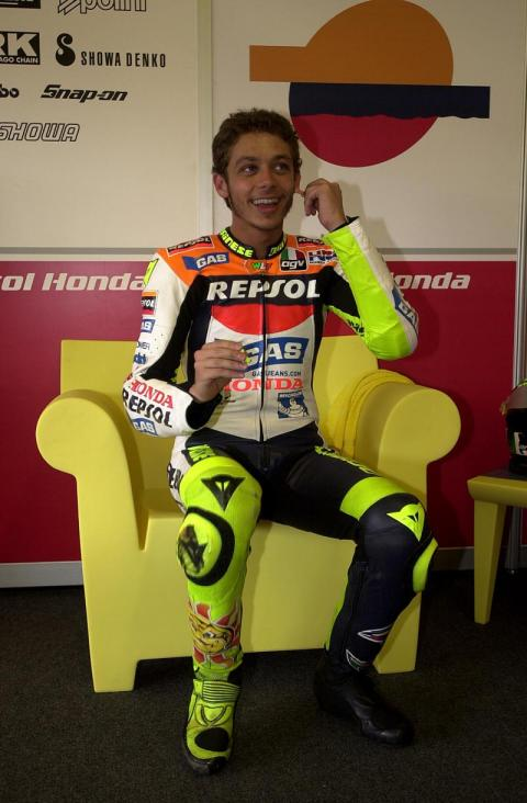 Rain hands pole to Rossi in qualifying washout.