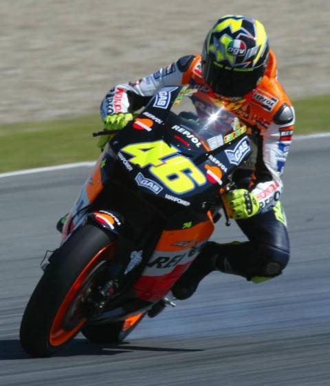 Rossi wins slide spectacular!