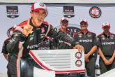 Castroneves ousts Kanaan for Iowa pole