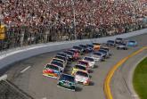 Dale Earnhardt leads the second Gatorade Duel