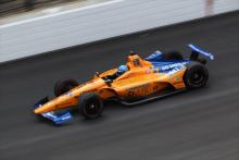 Ricciardo: Alonso's Indy 500 struggles 'sad to see'