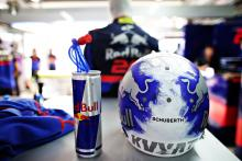 Kvyat to discuss 'joke' helmet design rule with FIA