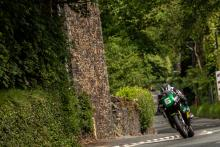 Dunlop edges Coward in Lightweight TT thriller