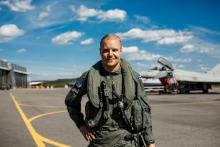 Top Gun? F1 driver Bottas takes to skies
