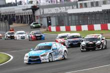 Sutton charges to maiden Infiniti BTCC win