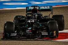 Hamilton tops F1 Bahrain GP FP2 disrupted by Albon shunt and stray dog