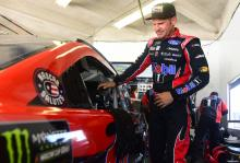 """Clint Bowyer frustrated with Austin Dillon after """"big one"""" at Daytona"""