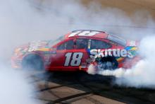 Kyle Busch scores NASCAR win 199 at Phoenix
