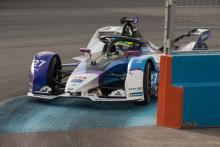 Sims goes lights-to-flag for dominant Diriyah FE victory