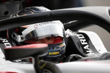 de Vries tightens grip on F2 title with Russia pole