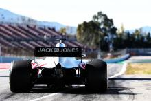 Low temperatures, new Barcelona tarmac cause F1 tyre headache