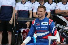 Button, fiancée expecting first child