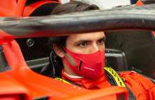 """New family!"" - Carlos Sainz makes his first appearance in Ferrari colours"