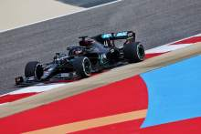 F1 champion Hamilton leads Mercedes 1-2 ahead of Perez in Bahrain FP1