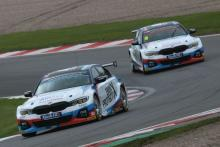 Turkington converts pole to win in chaotic first race