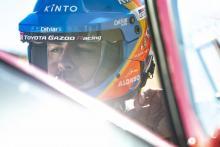 Alonso hits trouble as Dakar hopes dealt blow