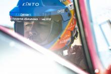 Alonso hits trouble as Dakar hopes dealt blow