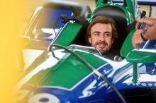 Alonso enjoys 'special' first IndyCar road course test