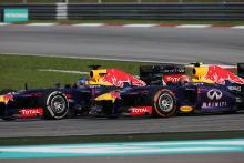 24.03.2013- Race, Sebastian Vettel (GER) Red Bull Racing RB9 overtaking Mark Webber (AUS) Red Bull R