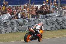 Pedrosa near high-side, British MotoGP Race 2006