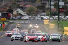 Jamie Whincup, Race Start (aust) Team Vodafone 888 Ford Races 13 & 14 V8 Supercars Norton 360 S