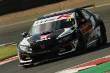 Cammish wins thrilling BTCC opener