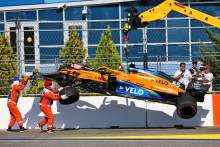 The McLaren MCL35 of race retiree Carlos Sainz Jr (ESP) McLaren is craned away from the circuit.