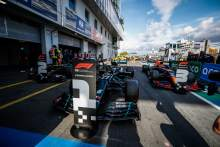 Pole sitter Valtteri Bottas (FIN) Mercedes AMG F1 W11 (Centre) in qualifying parc ferme with Lewis Hamilton (GBR) Mercedes AMG F1 W11 (Left) and Max Verstappen (NLD) Red Bull Racing RB16 (Right).