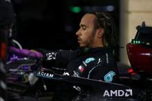 "COVID-19 positive Hamilton ""not great"" - Mercedes F1 boss Wolff"