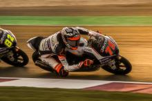 Arenas fends off McPhee for Qatar Moto3 victory