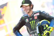 Official: Valentino Rossi signs for Petronas Yamaha