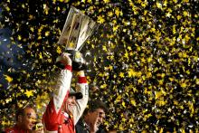 Harvick clinches 2014 title with Homestead win